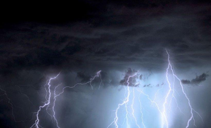 Avertizare meteo: Furtuni violente şi căldură sufocantă până pe 4 iulie