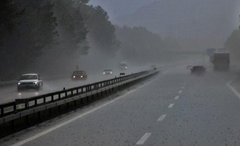 Furtunile au pus din nou stăpânire pe România. Cod galben de vijelii şi grindină pentru toată ţara