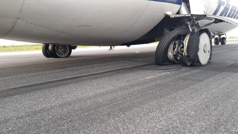 Incident aviatic grav pe Aeroportul Otopeni! Imagini incredibile, după ce pneurile unui avion care venea de la Satu Mare au explodat 16