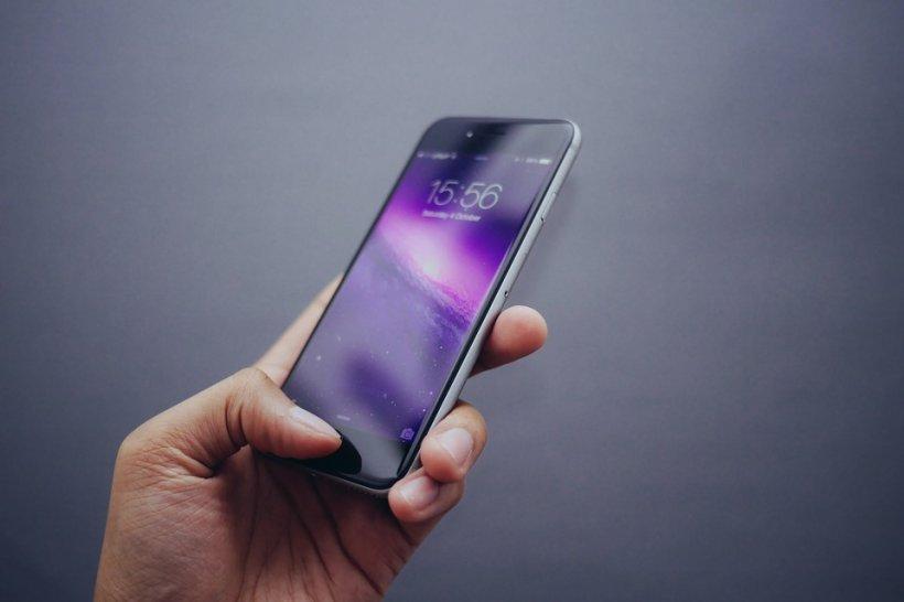Alarmant! O aplicație de telefon, folosită de mulți români, înregistrează pe ascuns discuțiile private! 817
