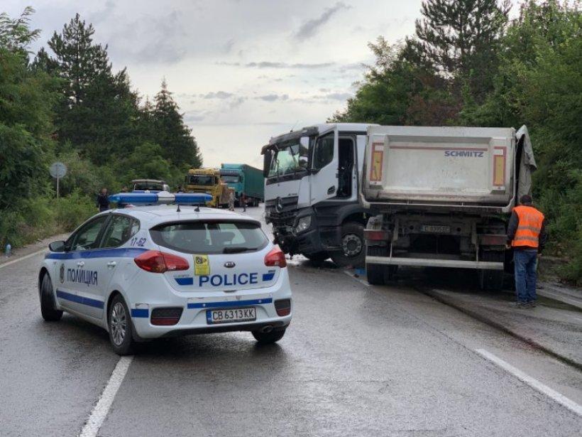 Accident grav în Bulgaria. Un camion cu șofer român, implicat într-o tragedie cu doi morți și doi răniți