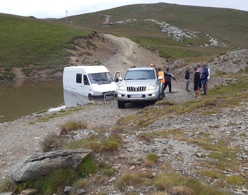 Turiști blocați pe Transalpina - FOTO