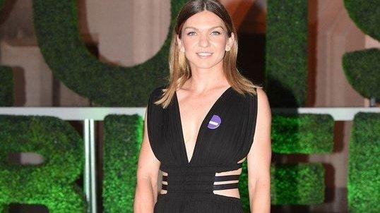 Ce ţinute a schimbat Simona după triumful de la Wimbledon? A fost sexy în rochia purtată la recepţia de aseară