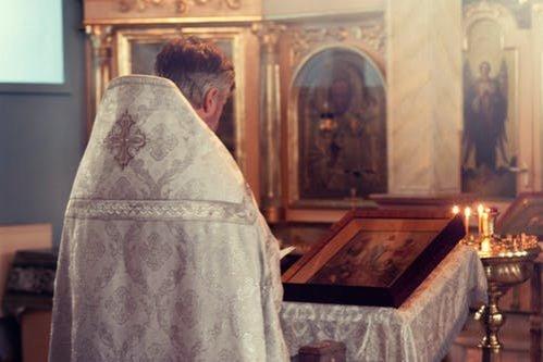 Percheziții de amploare la o biserică din Constanţa. Preotul, bănuit că a sedus o fetiţă de 13 ani pe Facebook