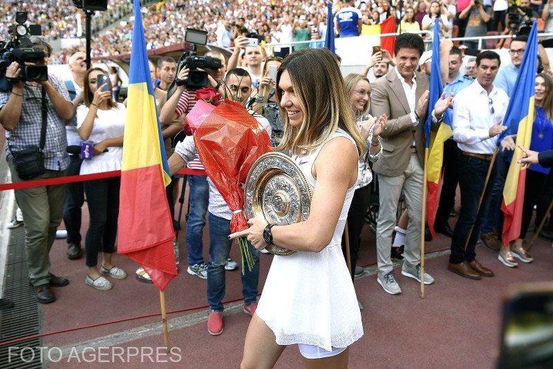 Eveniment istoric pe Arena Națională. Simona Halep și-a prezentat trofeul de la Wimbledon. Ion Țiriac și a scos pălăria în fața sportivei 16