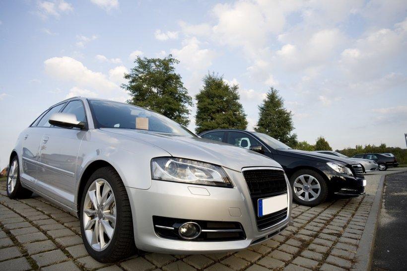 La ce se uită românii când cumpără o maşină second-hand