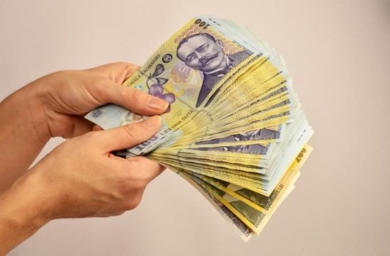 Descoperire alarmantă! Ce se întâmplă cu bancnotele de 100 de lei!