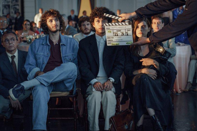 """Crimă-n lumea filmului! Trei tineri scenariști suspectați de uciderea unui producător. """"Nopți magice"""", un nou film plin de aventură și suspans apărut în cinematografele din România"""