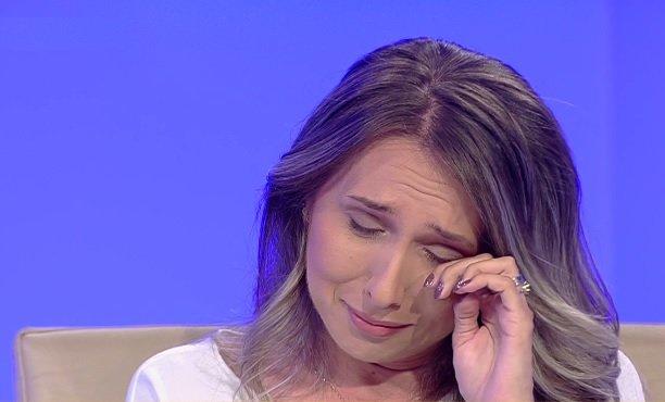 """Sorina a părăsit România, duminică dimineață. Familia din Baia de Aramă care a crescut-o a aflat vestea-șoc în direct la """"Sinteza zilei"""""""