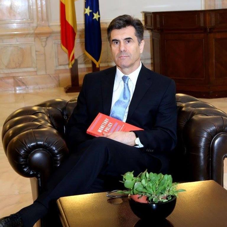 Consilierul lui Mugur Isărescu, Lucian Croitoru: Democrația nu e compatibilă cu libertatea. Democrația permite libertatea economică, dar nu o garantează