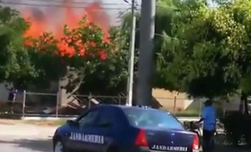 Explozie devastatoare urmată de un incendiu puternic la o grădiniţă din Brăila. Mai multe echipaje au fost trimise la fața locului