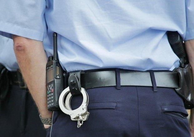 Urmărire cu împuşcături, în Mehedinți. Polițiștii au oprit un șofer băut cu focuri de armă