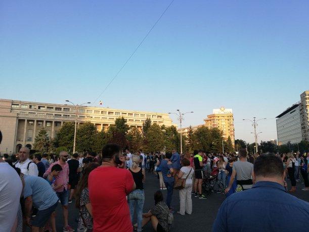 Mii de persoane au ieșit să protesteze în Capitală după tragedia din Caracal. Oamenii au cerut să se facă dreptate pentru Alexandra