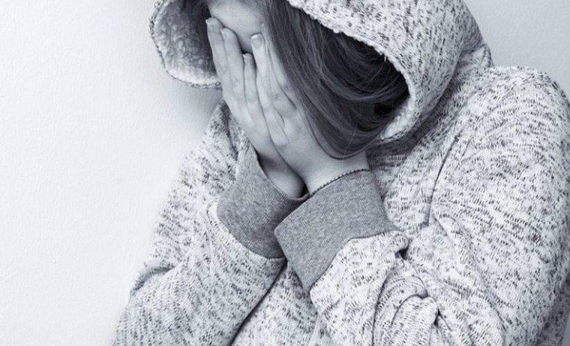 O copilă de 14 ani, aflată în plasament, a fost abuzată sexual în Vrancea de un bărbat de 66 de ani. Individul şi-a recunoscut fapta