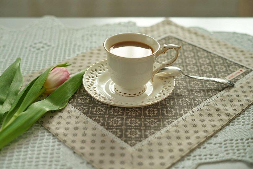 Bărbatul se oferea să facă el cafeaua de fiecare dată, iar femeia nu înțelegea de ce. Într-o zi a decis să monteze o cameră de supraveghere. Atunci a înțeles ce se întâmpla de fapt