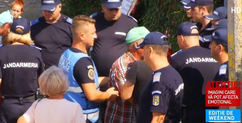 """Familia Luizei a încercat să intre peste criminal. Mama fetei a leșinat în fața locuinței lui Gheorghe Dincă. """"I-aș scoate ochii!"""""""