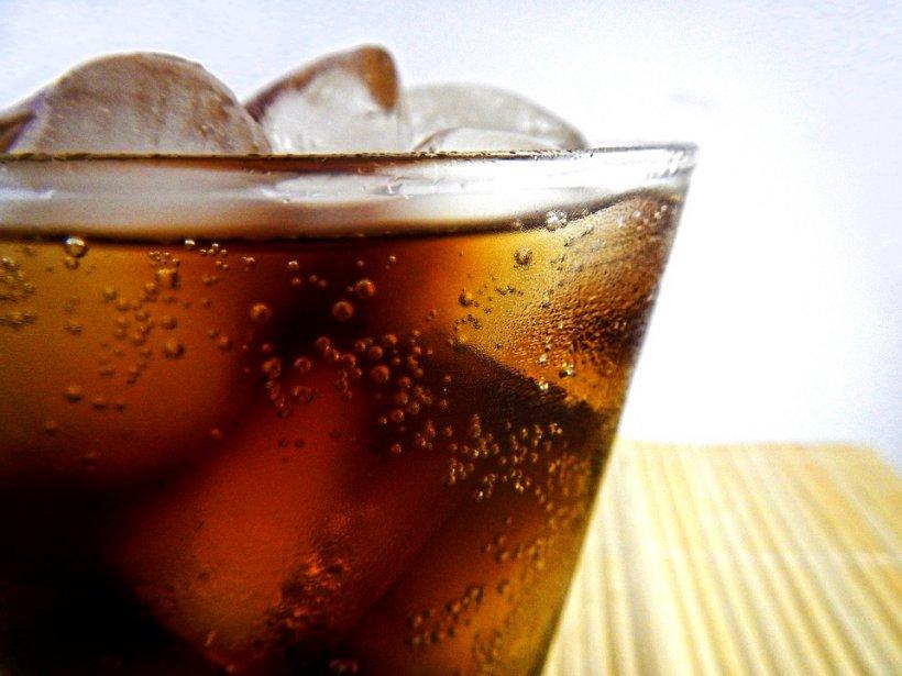Taxa pe băuturile cu zahăr. Cu cât se scumpește o sticlă de cola de 2 litri
