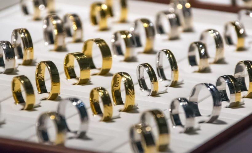 Preţul aurului a ajuns la un nou maxim istoric. Cât costă un gram