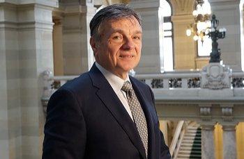 Șeful CEC Bank și-a dat demisia