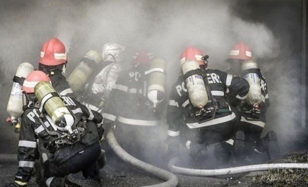 Un incendiu violent a izbucnit la secția de Psihiatrie a Spitalului Oradea. Zeci de pacienți au fost evacuați