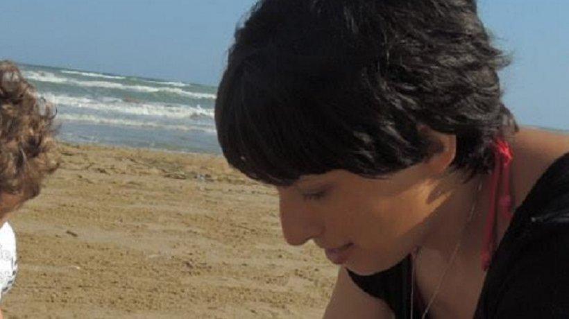 Dana s-a dus în vacanță în Italia împreună cu cei doi copii. Femeia a intrat în mare și a leșinat, iar în scurt timp a murit. Totul, la câțiva metri de micuții ei