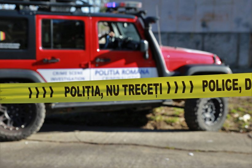 Crime oribile într-o localitate din Vaslui. Doi bătrâni, soţ şi soţie, au fost găsiţi fără suflare