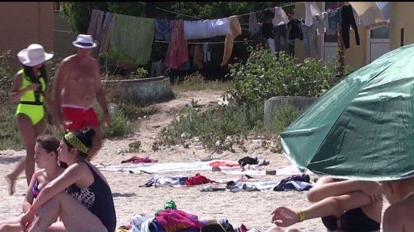 Turiştii de pe litoral se plâng de condiţiile jalnice: ''E un jeg infernal!'' - VIDEO