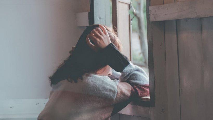 A sunat disperată la 112 să spună că e sechestrată și violată. Când au ajuns polițiștii din Suceava la locul faptei au avut parte de o surpriză