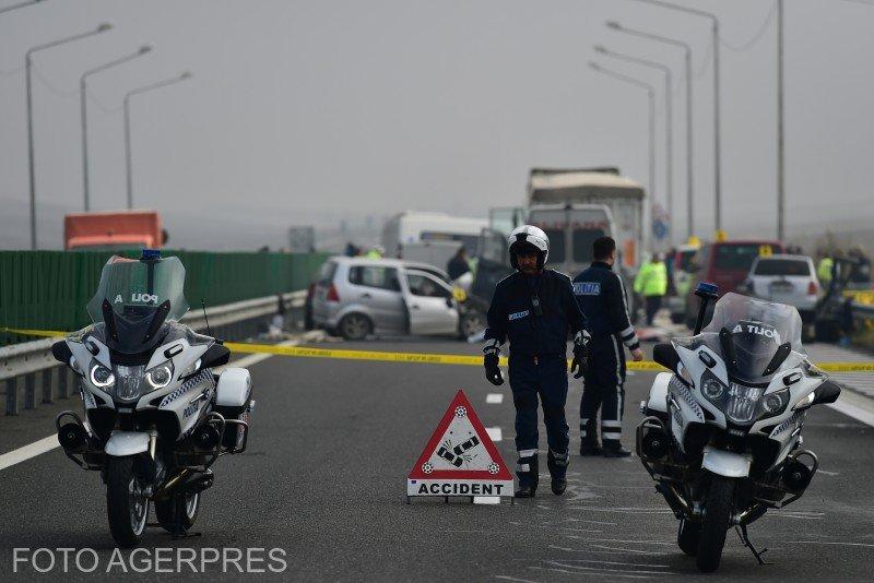 Autostrada Soarelui, blocată de un accident. Patru mașini au fost implicate în coliziune. Unul dintre autoturisme a luat foc