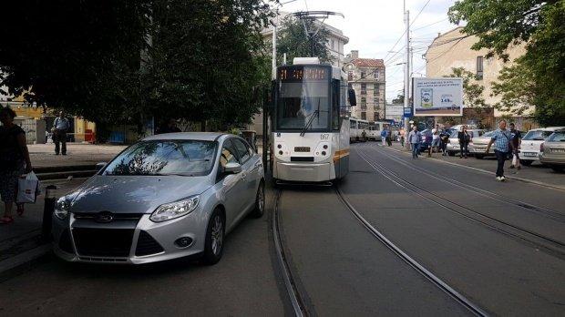 Zeci de mașini ridicate în București. Care sunt tarifele de recuperare
