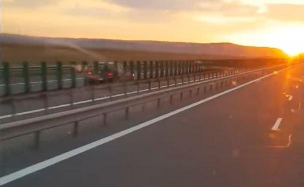 Imagini șocante surprinse în România! Şofer filmat în timp ce mergea pe contrasens, pe autostrada Transilvania (VIDEO)