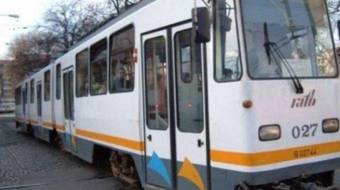 """Irina era în tramvaiul 21, când a auzit o voce masculină vorbind lângă ea. Când s-a uitat cine era, mai să încremenească. """"Vă duc la biserică, ați înțeles?"""""""