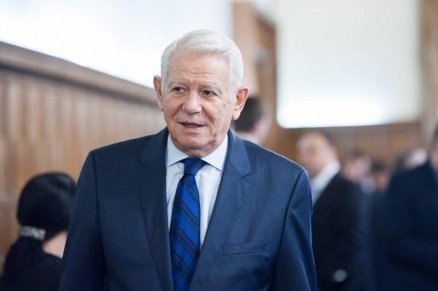 """""""Tânărul"""" Meleșcanu, atac virulent la adresa mai puțin vârstnicului Tăriceanu: A rămas o umbră disperată! E un expirat politic!"""
