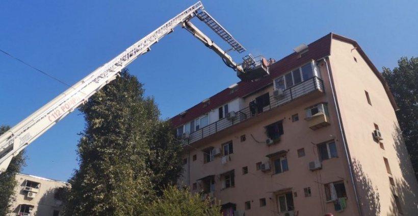 A căzut de la etajul patru al unui bloc aflat în construcție, la care lucra. S-a întâmplat în Sibiu