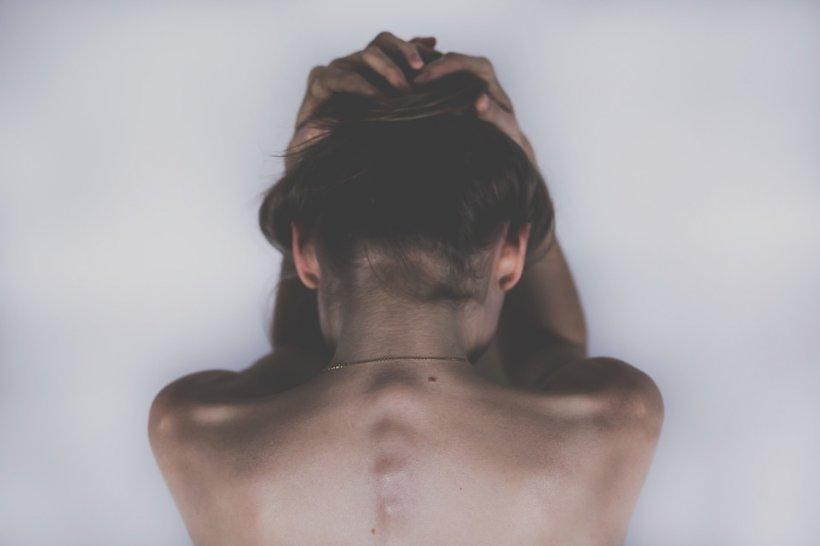 Atenție! Aceste dureri de spate pot fi simptomul unui tip de cancer agresiv și incurabil!