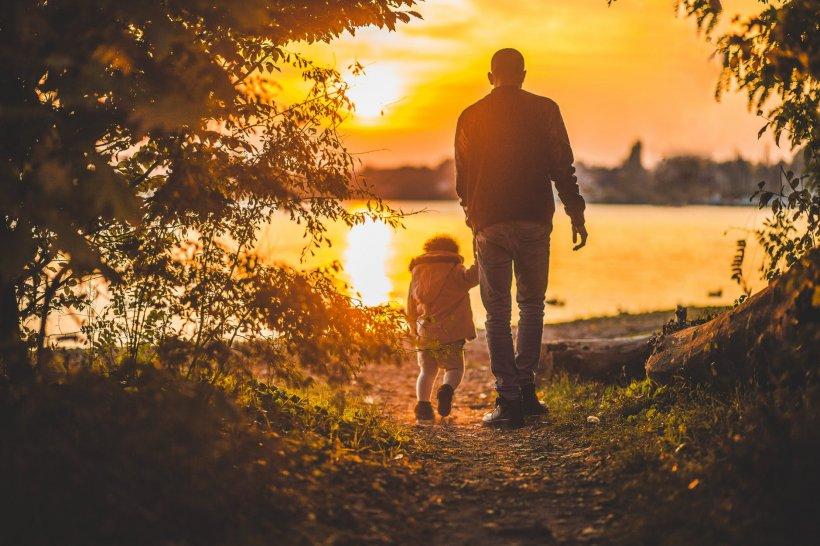 """Mesajul emoționant al unui tată, care nu mai avea mult de trăit, pentru copiii săi. """"Nu îi voi vedea niciodată la școală, în uniformă, nu voi fi acolo să-i sărut când se lovesc..."""""""