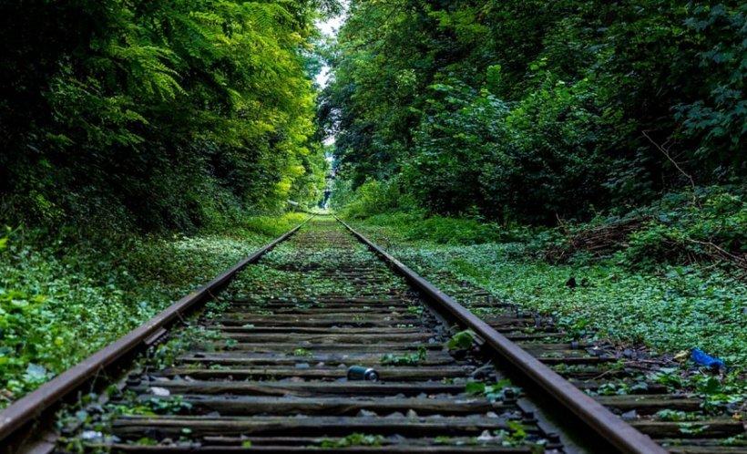 Un tânăr fotbalist s-a aruncat în fața trenului după ce a găsit niște mesaje nepotrivite în telefonul iubitei. Reacția tinerei i-a lăsat pe toți muți de uimire