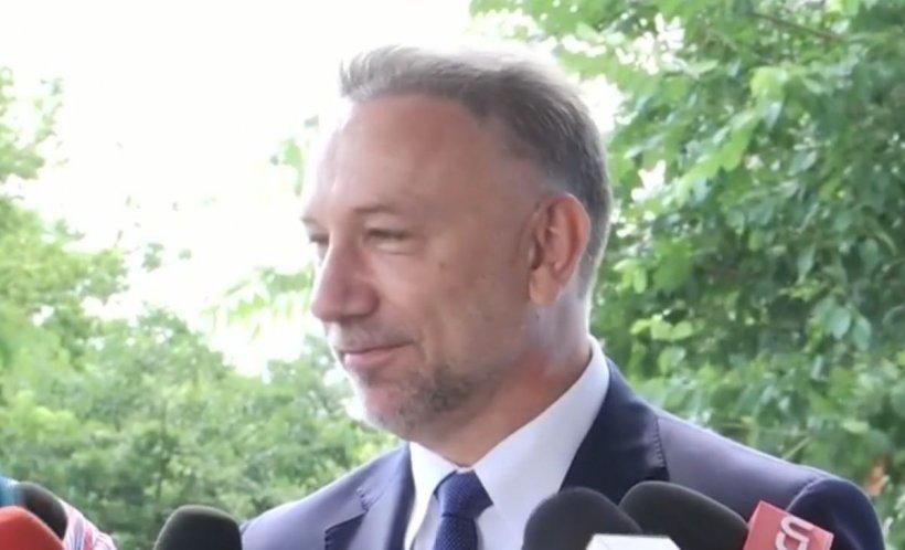 """Procurorul general, Bogdan Licu, luat la întrebări de controversatul protestatar Ceaușescu. """"Ce facem cu dosarul 10 august?!"""""""
