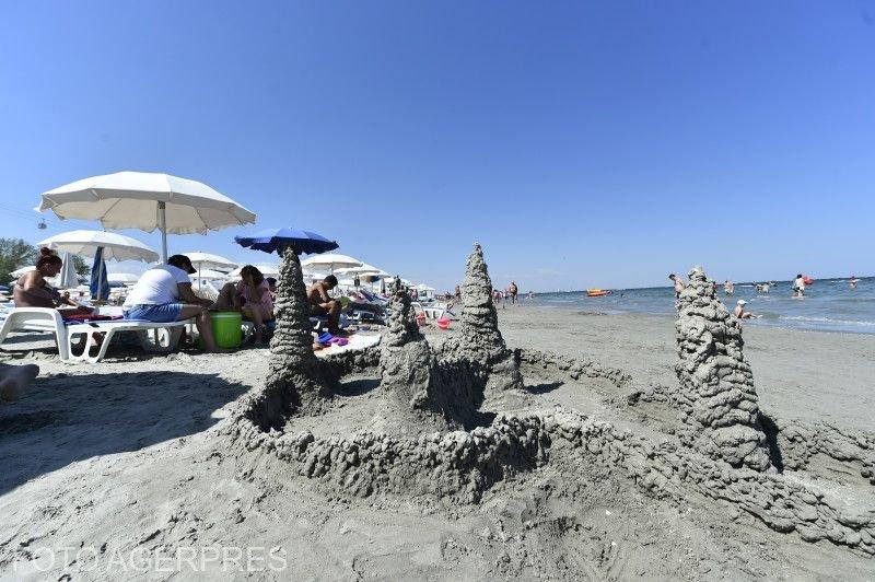 """Cristian și-a dus copiii la mare, la Mamaia. Ce a descoperit după câteva ore, l-a scârbit: """"Cei mici ai mei se jucau cu așa ceva în nisip"""""""