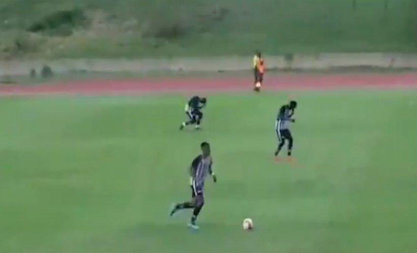 Mai mulţi jucători au fost loviţi de un fulger şi s-au prăbuşit la pământ în timpul unui meci - VIDEO șocant