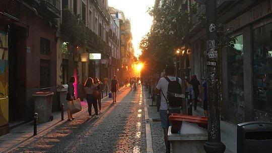 """Un român se plimba pe o stradă în Madrid, când a avut parte de surpriza vieții sale. """"Te aștepți la orice, dar nu la asta! Îmi venea să plâng, nu alta!"""" (VIDEO)"""