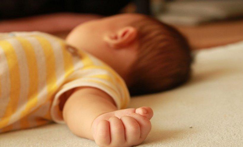 Caz șocant. Un bebeluș a murit după ce mama i-a pus heroină pe gingii