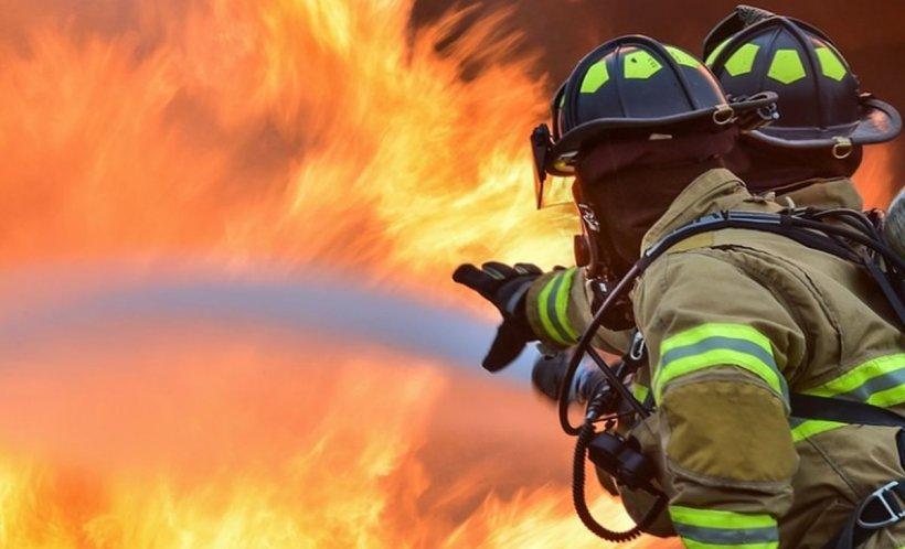 Incendiu puternic la o groapă de gunoi de lângă Sighișoara. Pompierii au intervenit în forță 16