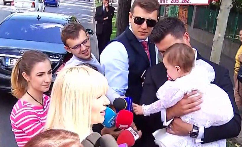 Primele imagini de la botezul fiicei Elenei Udrea. Ce a declarat fostul ministru al Turismului înainte de intrarea în biserică