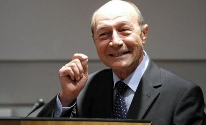 Primele imagini cu Traian Băsescu de la botezul fiicei Elenei Udrea. Cum a fost surprins fostul președinte