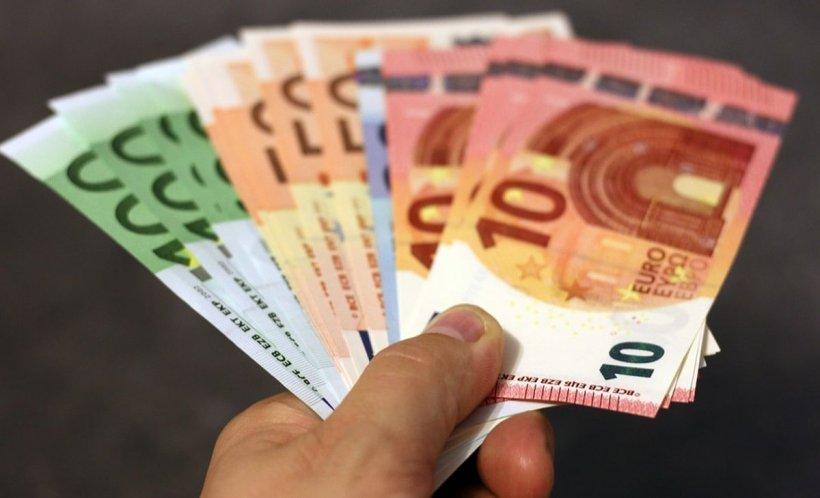 CURS VALUTAR 24 septembrie. Cât costă un euro