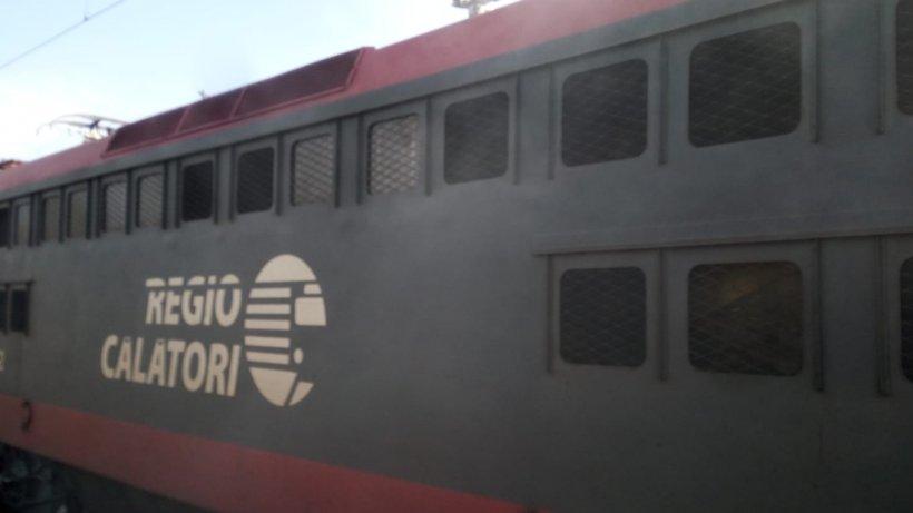 Alertă! Un tren a fost cuprins de flăcări în apropierea staţiei Buftea
