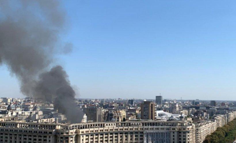 Alertă în centrul Bucureştiului. Incendiu într-o clădire aflată în vecinătatea Ministerului de Finanţe