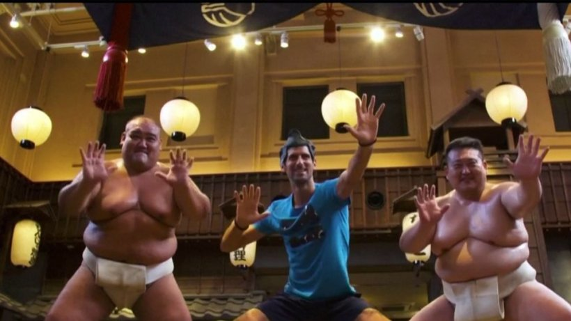 Novak Djokovic, în ipostaze inedite. Tenismenul se antrenează alături de doi luptători sumo