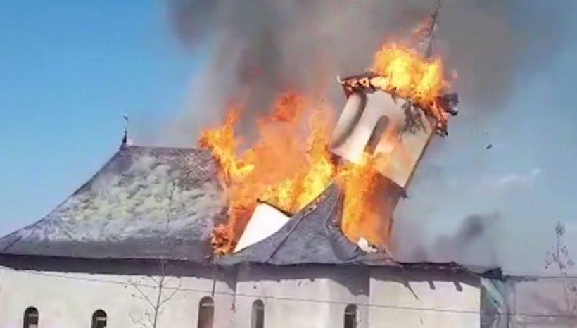 Foc devastator la o mănăstire din Constanța! Imagini dramatice cu lăcașul de cult care se prăbușește
